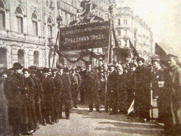 Foto: S.B.B / eniklopedija Leksikografskog zavodaPrvomajska proslava u Petrogradu 1918.