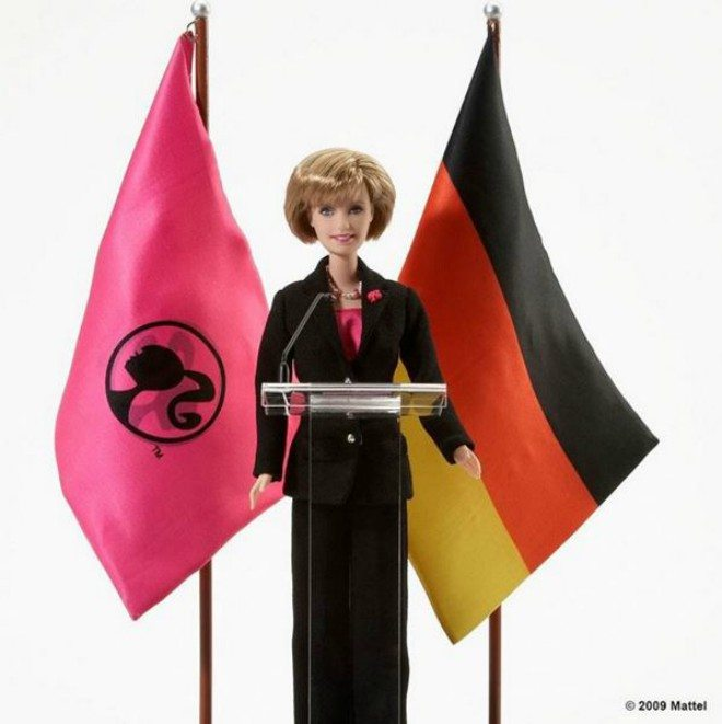 Foto: instagram.com/barbie [Angela Merkel Barbie lutka iz 2009.]