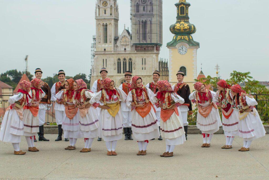 Rituali upoznavanja u različitim zemljama