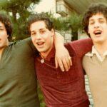 tri identična stranca