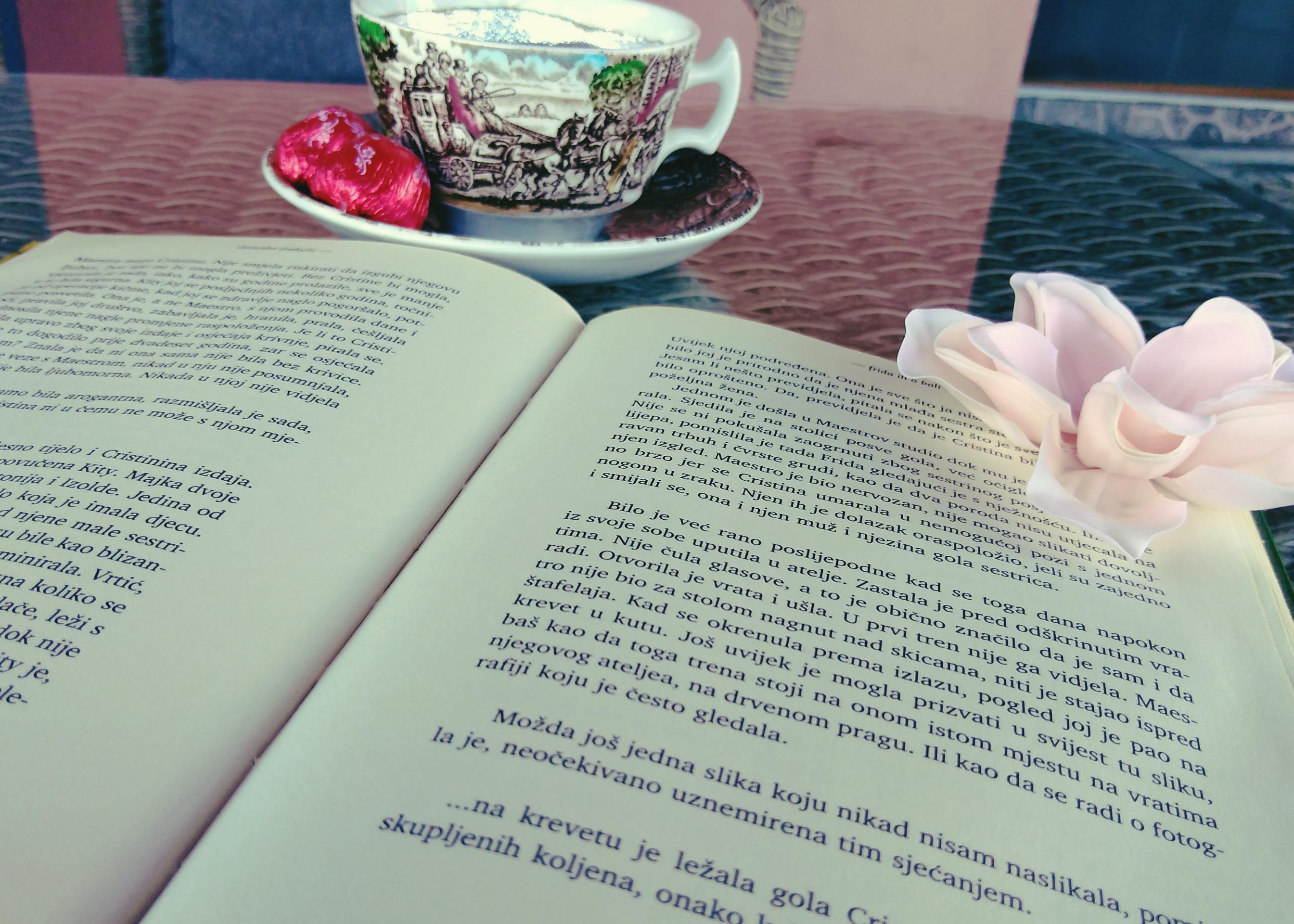 knjiga i šalica