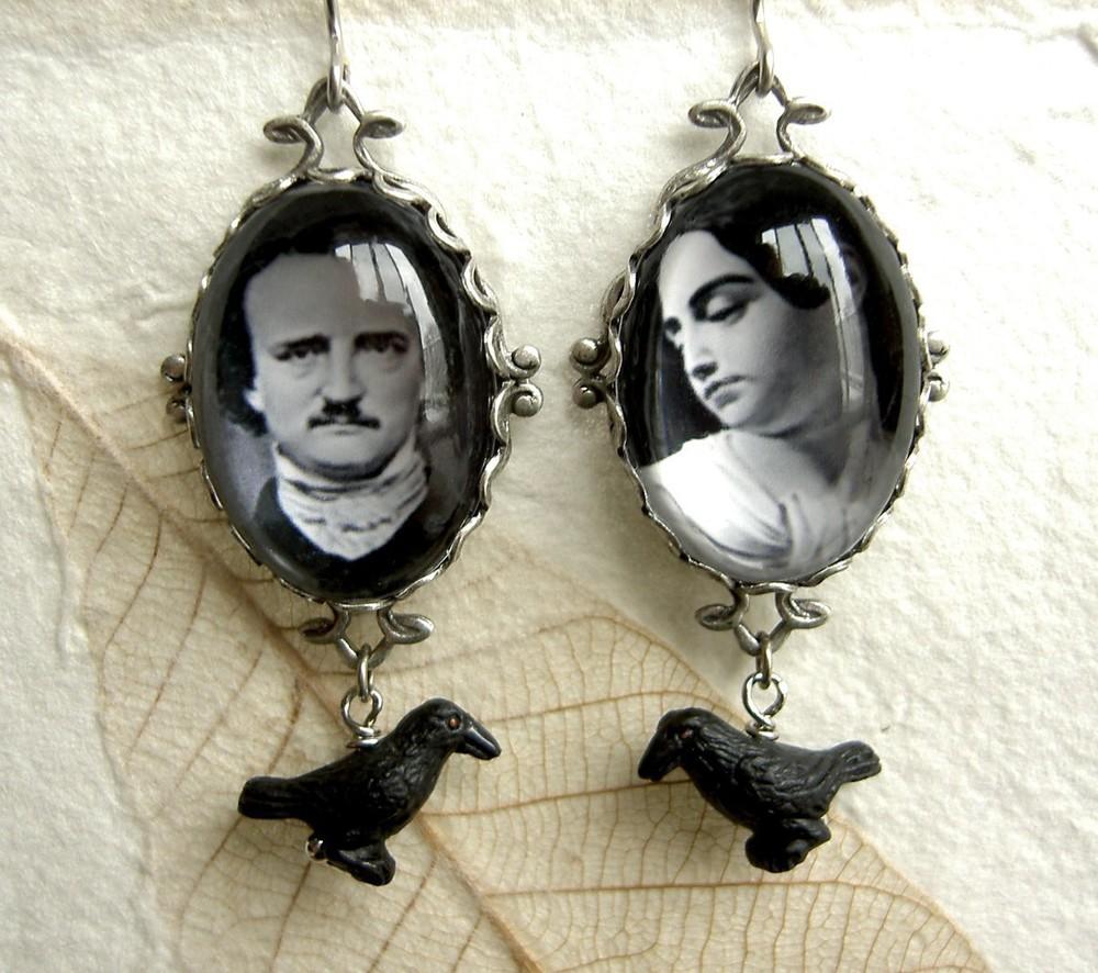 Naušnice na kojima se nalaze Edgar Allan Poe i njegova supruga Virginia Clemm
