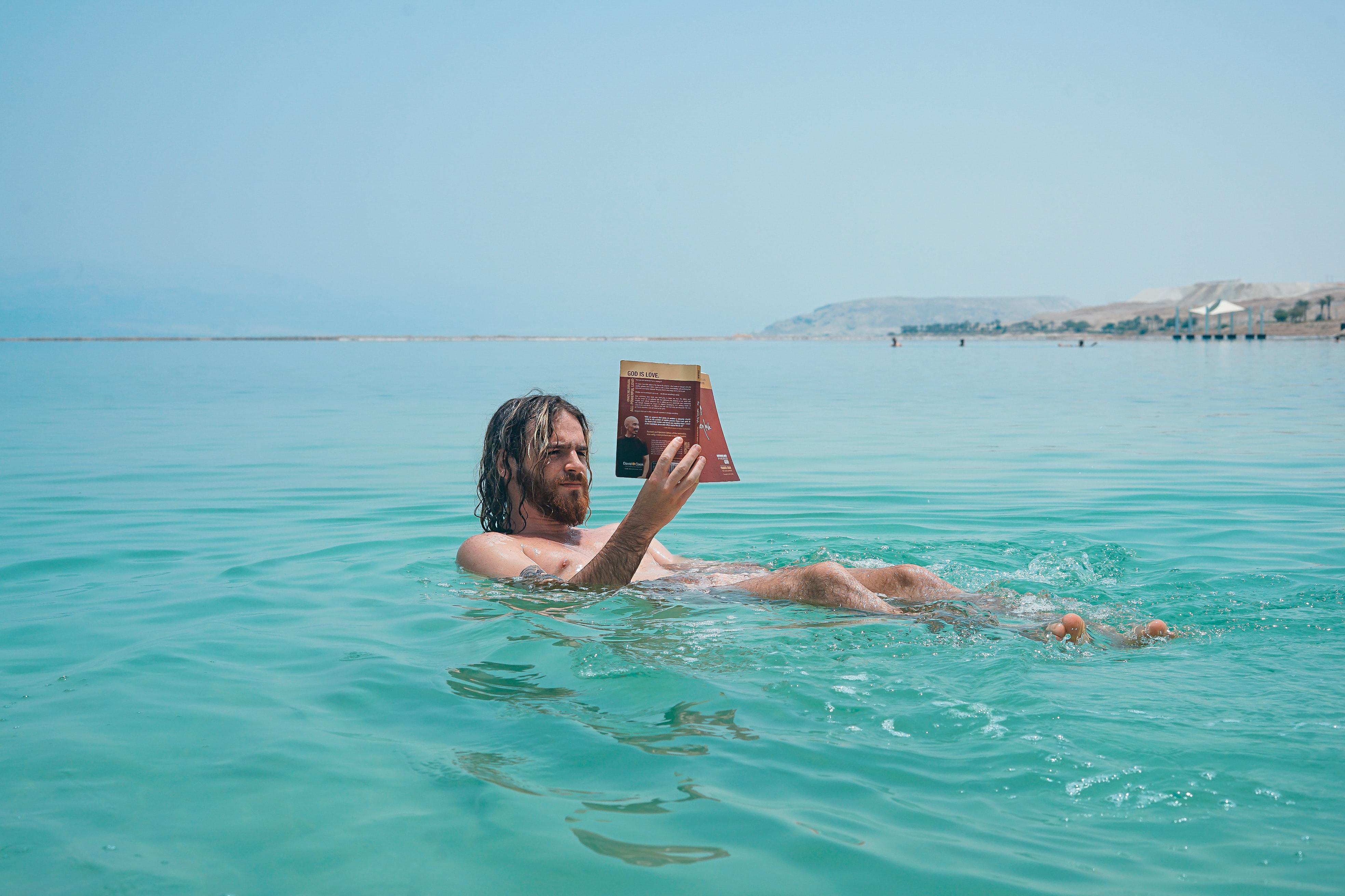 knjige na plaži
